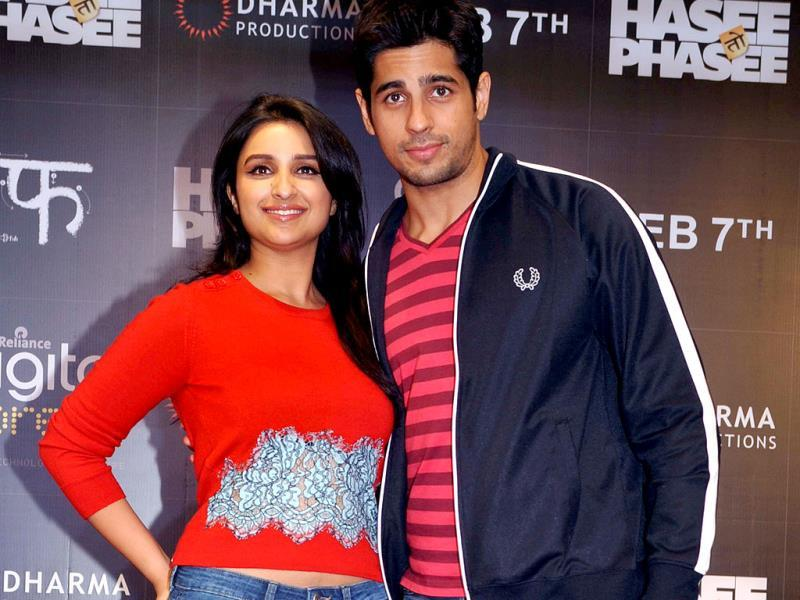 Say cheese! Parineeti-Siddharth smile for the cameras.