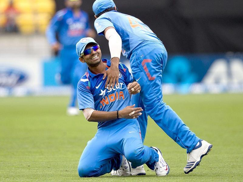 Ajinkya Rahane (L) celebrates catching out Jesse Ryder of New Zealand with teammate Rohit Sharma (R) during their fifth and final ODI in Wellington. (AFP Photo)
