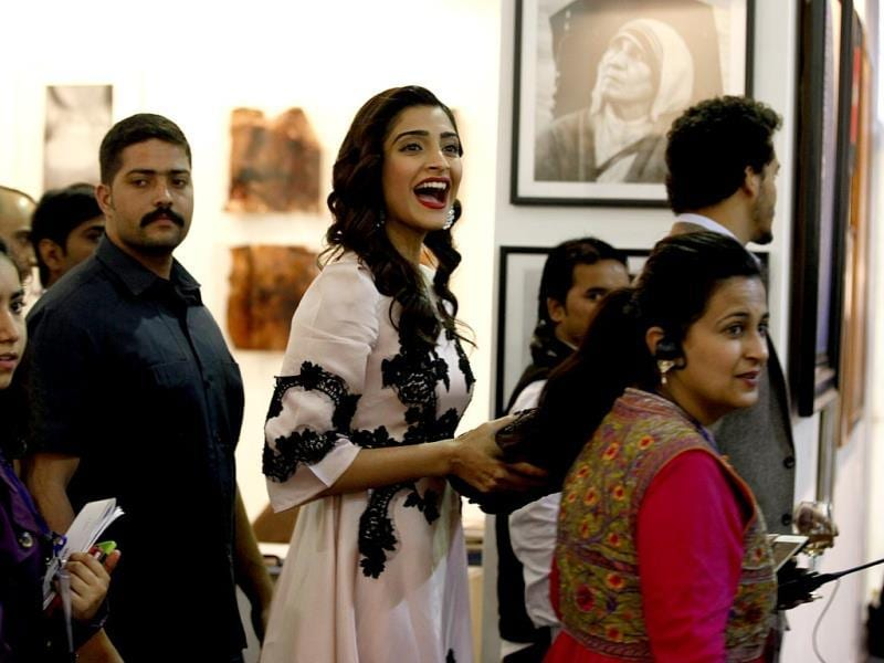 Fashionista Sonam Kapoor also marked her presence at the 6th edition of India Art Fair. (HT Photo/Raj K Raj)
