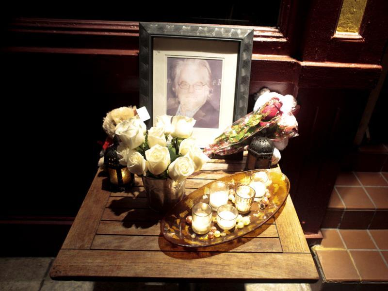 A portrait and flowers in memory of actor Philip Seymour Hoffman is displayed outside Philip Marie Restaurant and bar on Hudson Street in Manhattan, New York on February 2, 2014. (Reuters Photo)