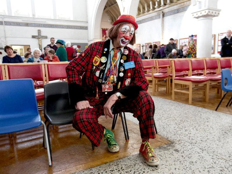 A clown sits before a church service in memory of Joseph Grimaldi at Holy Trinity Church in Dalston, east London. (Reuters photo)