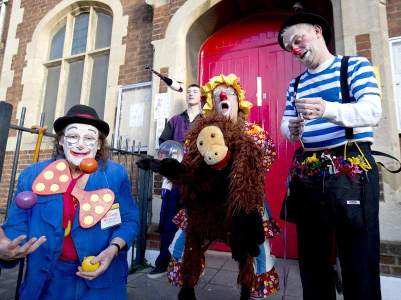 Clowns perform before a church service in memory of Joseph Grimaldi at Holy Trinity Church in Dalston, east London. (Reuters photo)