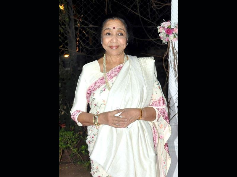 Asha Bhosle poses at the wedding reception of Ahana Deol and husband Vaibhav Vohra in Mumbai on February 2, 2014. (AFP Photo)