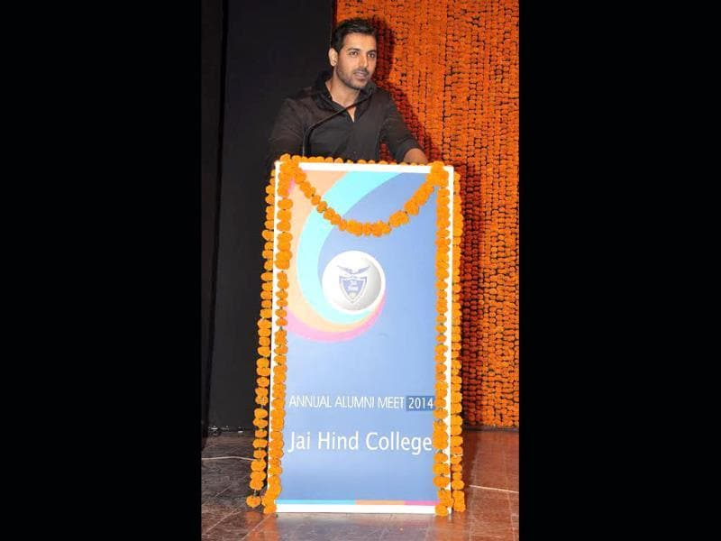 John Abraham speaks at the alumni meeti.