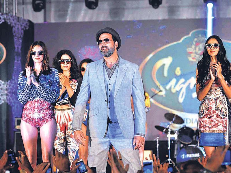 Akshay Kumar walked the ramp as a showstopper at a fashion show