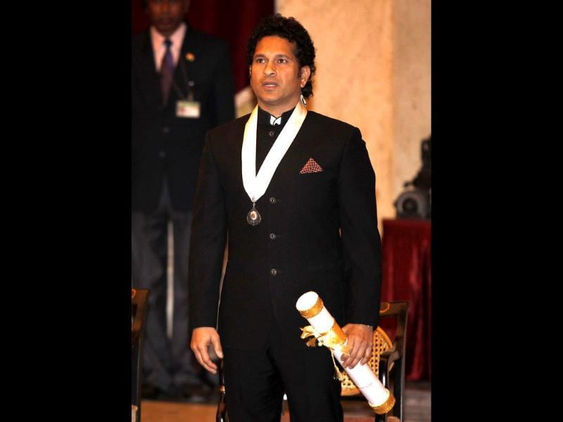 Legendary cricketer Sachin Tendulkar was conferred with the country`s highest civilian honour, Bharat Ratna, by President Pranab Mukherjee at a function held at the Rashtrapati Bhavan in New Delhi. (Ajay Aggarwal/HT photo)