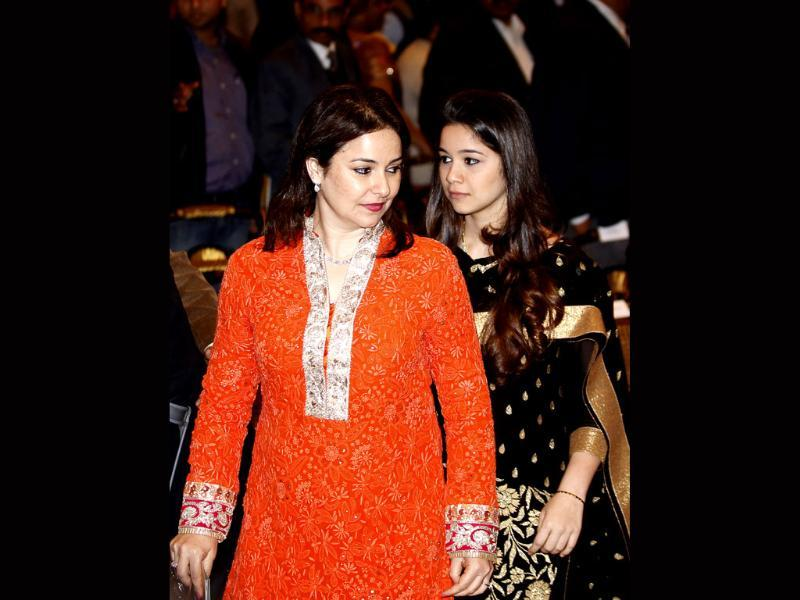 Sachin Tendulkar's wife and daughter attend the function where Tendulkar was conferred with Bharat Ratna by President Pranab Mukherjee at Rashtrapati Bhavan in New Delhi.(Ajay Aggarwal/HT photo)