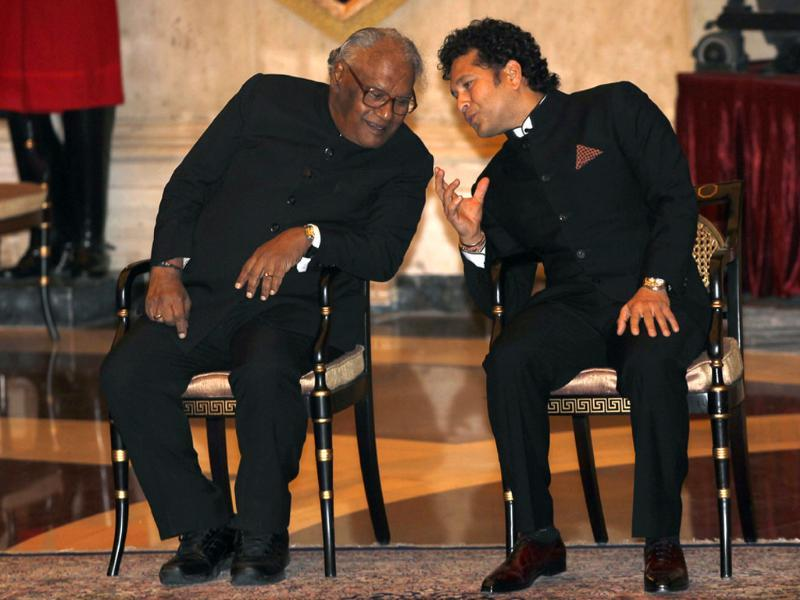 Sachin Tendulkar and eminent scientist Prof CNR Rao sharing a light moment before conferred with the Bharat Ratna by President Pranab Mukherjee at the Rashtrapati Bhavan in New Delhi.(Ajay Aggarwal/HT photo)