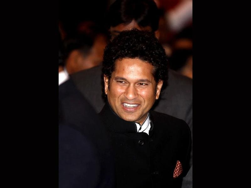 Sachin Tendulkar interacts with the guests before being conferred with Bharat Ratna by President Pranab Mukherjee at Rashtrapati Bhavan in New Delhi. (Ajay Aggarwal/HT photo)