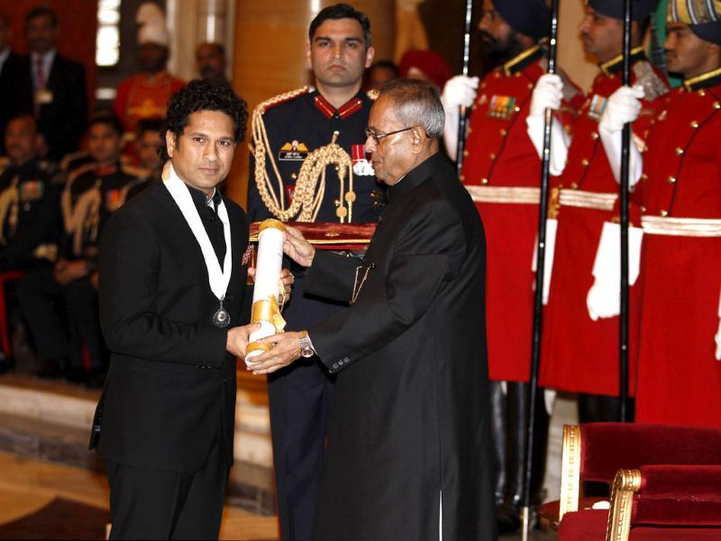 Sachin Tendulkar was conferred with the country`s highest civilian honour Bharat Ratna by President Pranab Mukherjee at Rashtrapati Bhavan. (Ajay Aggarwal/HT photo)