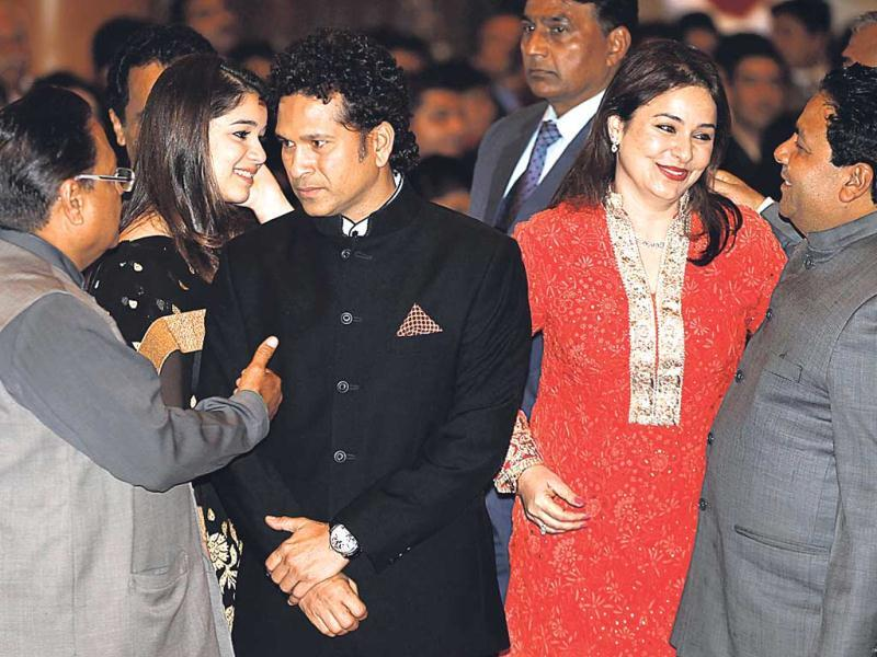 Sachin Tendulkar attends an awards ceremony with his wife Anjali Tendulkar at the Rashtrapati Bhavan in New Delhi. (Ajay Aggarwal/HT)