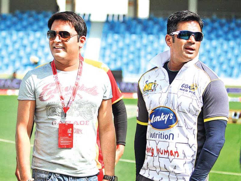 Kapil Sharma spotted with Suniel Shetty on the grounds of Celebrity Cricket League 2014. Browse through for more.