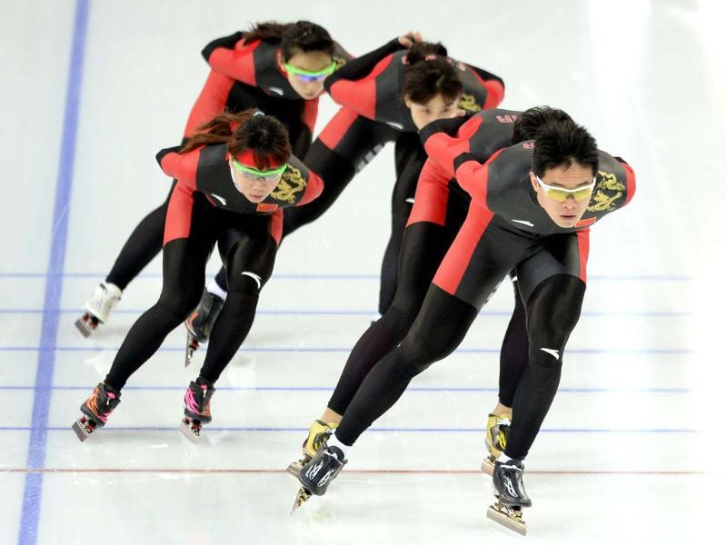 China's speed skaters train at the Adler Arena Skating Center in Sochi on the eve of the 2014 Sochi Winter Olympic Games opening ceremony. (AFP photo)