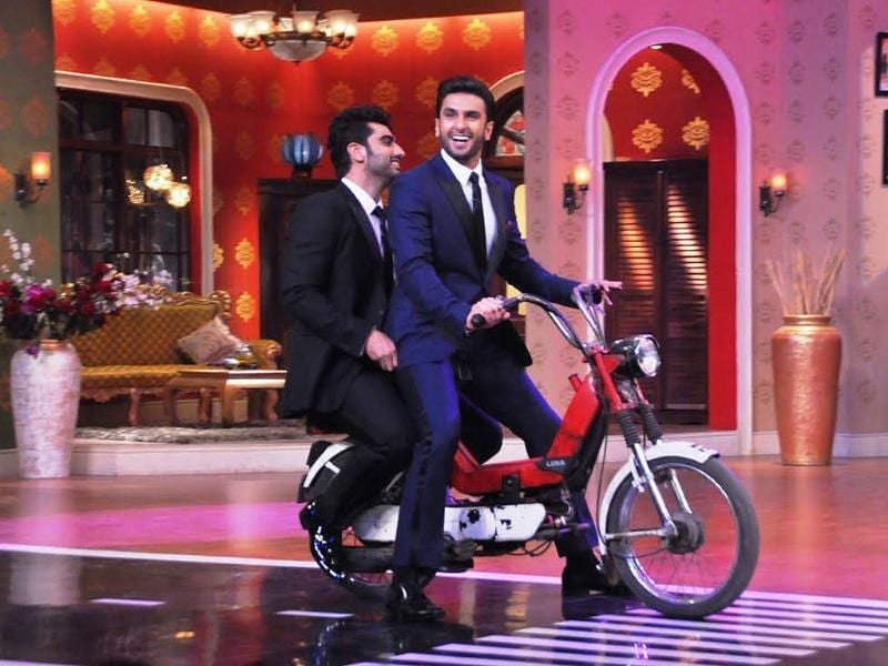 Arjun Kapoor and Ranveer Singh make an un-Gunday like entry on the sets of Kapil Sharma's show.