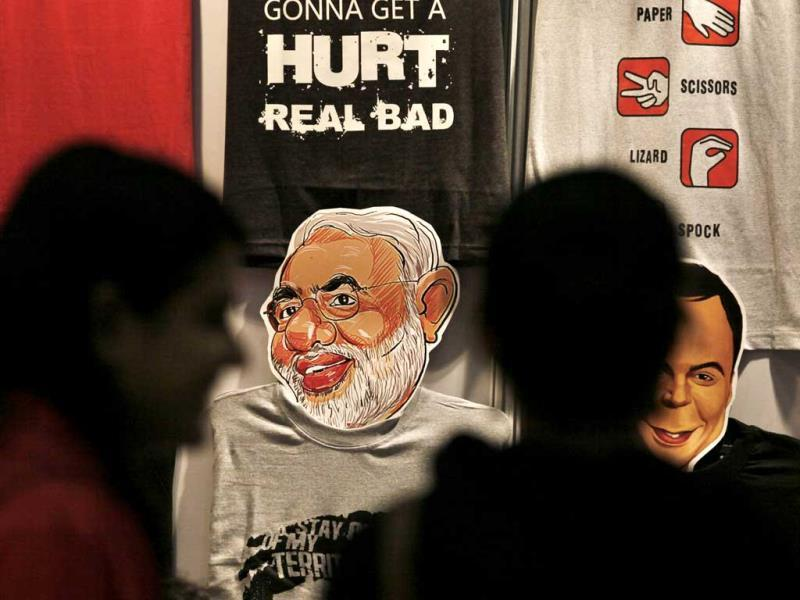 Students look at Narendra Modi's cartoon sketch which is on display at the 4th Annual Indian Comic Con Fest (Raj K Raj/HT)