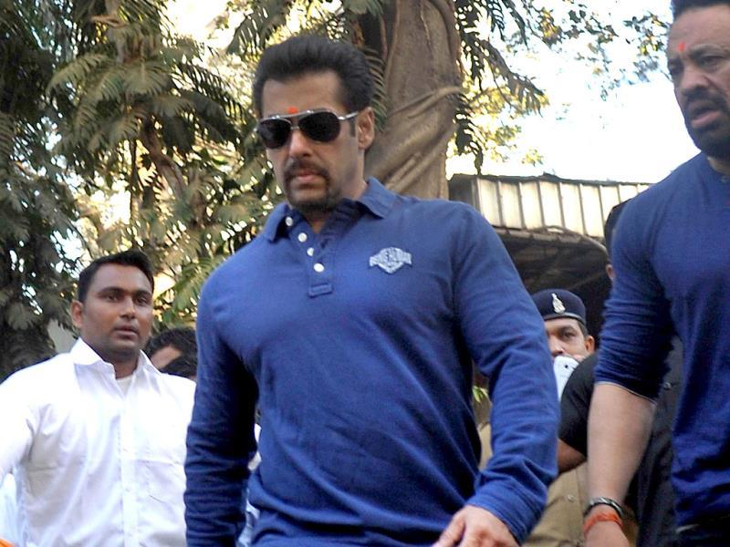 Actor Salman Khan attends the 'Little Hearts Marathon', a children's marathon of up to 2 kms, organized by Wadia Hospital and Siddhivinayak Temple in Mumbai on February 9, 2014. AFP PHOTO