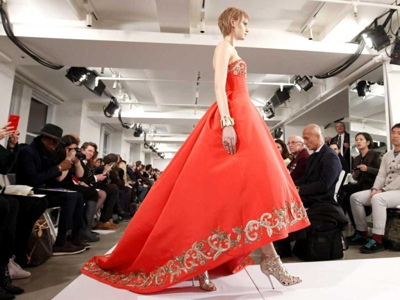 The Oscar de la Renta Fall 2014 collection during Fashion Week in New York. (AP)