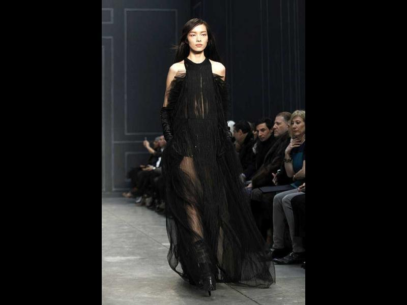 A model presents a creation by Vera Wang during the Fall 2014 collection during New York Fashion Week. (Reuters)