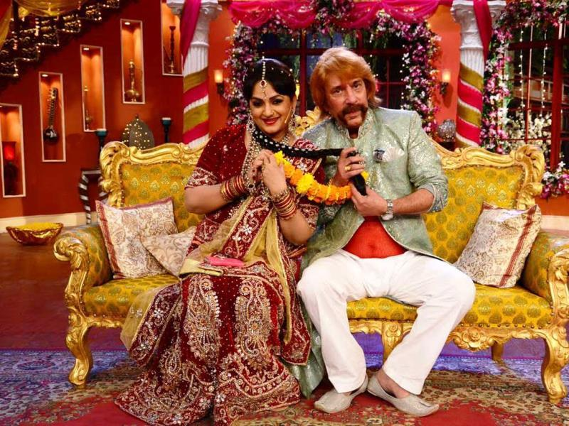 Upasana Singh and Razzak Khan play along uring their 'marriage' on Comedy Nights with Kapil.