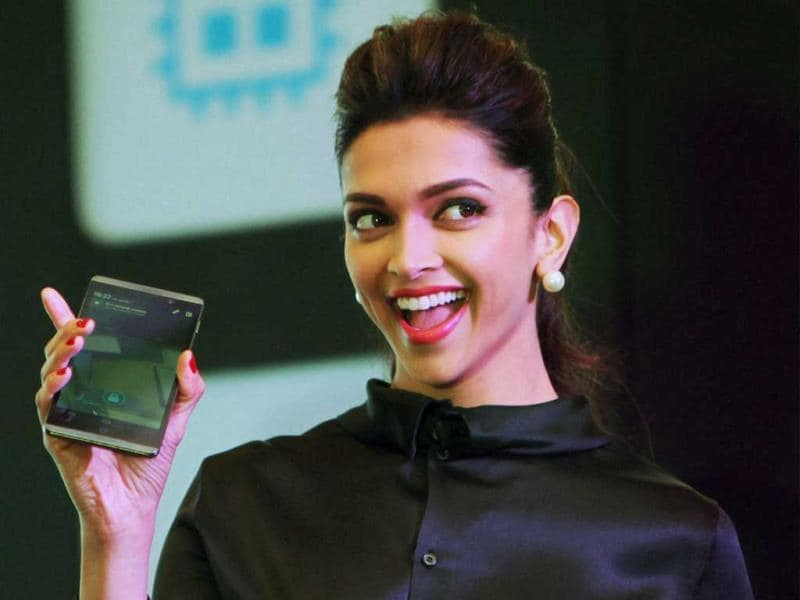 Black is the royal colour that makes you shine. And Deepika Padukone carries it with grace. At the launch of Hewlett Packard (HP) tablet computers Slate 6 and 7 in New Delhi on Feb. 13, 2014, Deepika was all smiles. Browse through. (AP Photo)