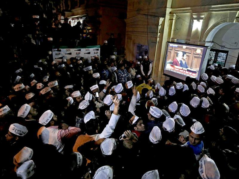 Supporters of Aam Aadmi Party chief Arvind Kejriwal watch the proceedings of Delhi assembly on a big screen at the party headquarters in New Delhi on February 14, 2014. (Reuters photo)