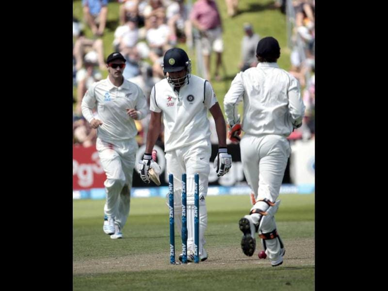 New Zealand's players celebrate the dismissal of Rohit Sharma (C) during the first innings on Day 2 of the second Test at the Basin Reserve in Wellington. (Reuters Photo)