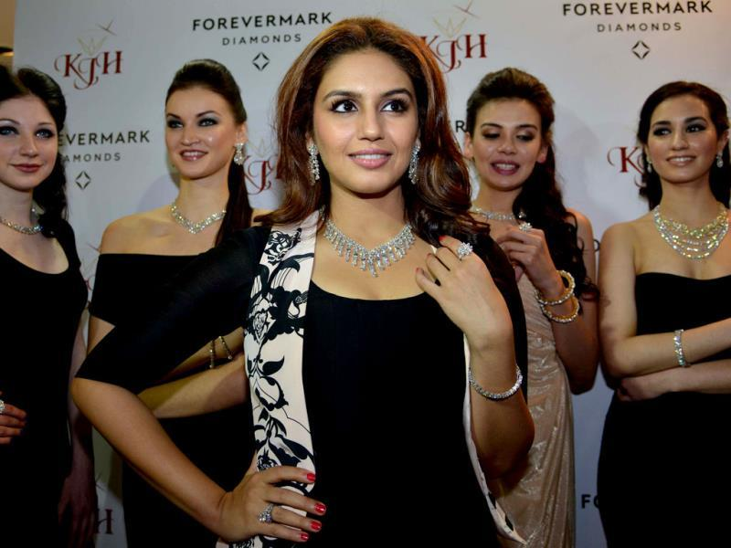 Bollywood actor Huma Qureshi looked gorgeous while promoting a jewellery brand. Check out pics.