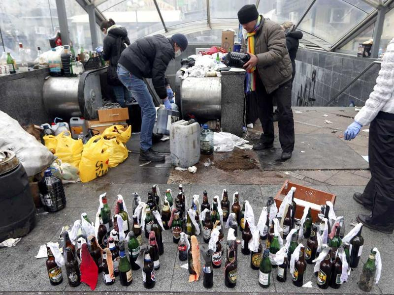 Anti-government protesters prepare Molotov cocktails during clashes with riot police in the Independence Square in Kiev February 20, 2014. Fresh fighting broke out in central Kiev. (Reuters)
