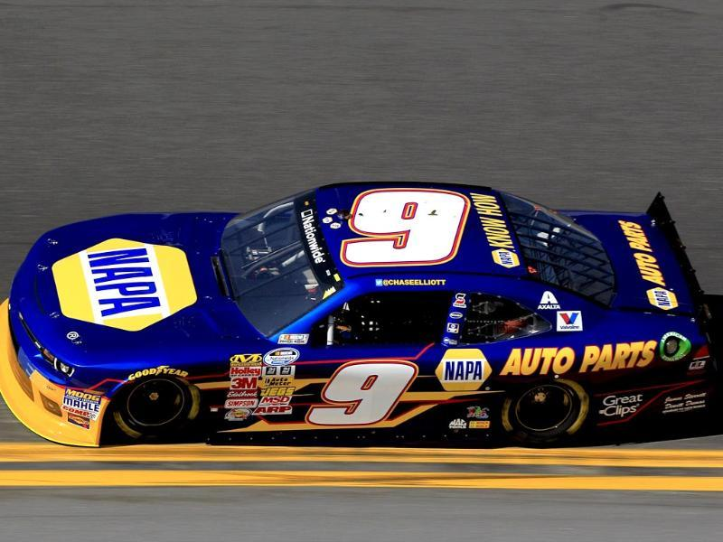 Chase Elliott, driver of the #9 NAPA Auto Parts Chevrolet, practices for the NASCAR Nationwide Series DRIVE4COPD 300 at Daytona International Speedway (AFP photo)
