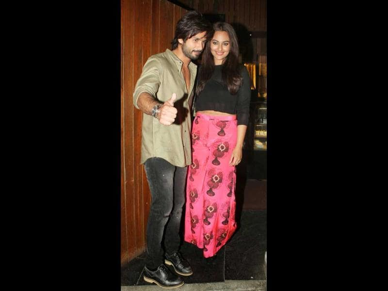 If rumours are to be believed, Shahid and his R..Rajkumar co-stars Sonakshi Sinha are the latest lovebirds in B-town. The duo have been seen together on just too many occasions to suggest otherwise. A look at other A-list stars said to have dated Sasha.