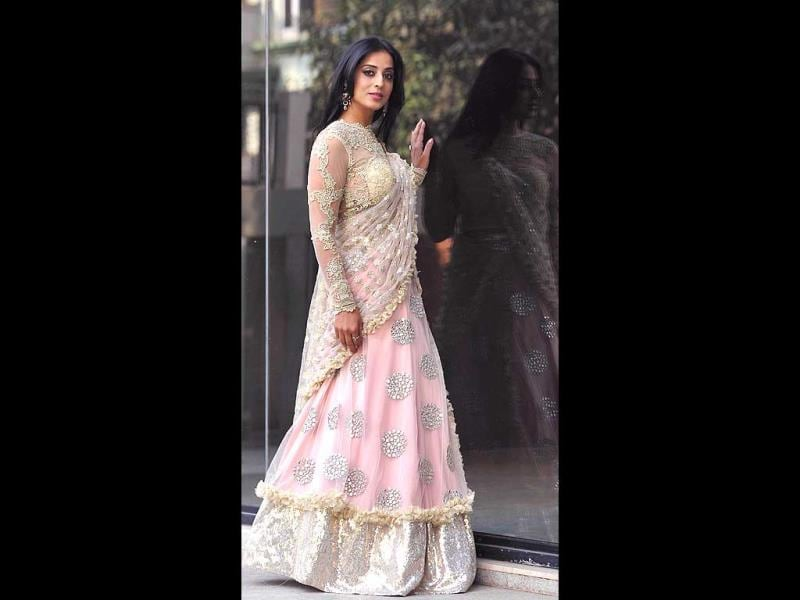 Mahie Gill showcases a creation by designer Amy Billimoria while promoting Gangs of Ghosts in Mumbai on February 24, 2014. (AFP Photo)