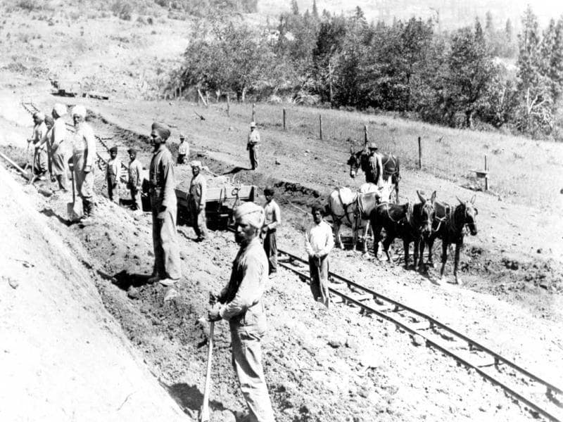 Indian immigrants work on railway construction, Pacific and Eastern Railroad, Oregon, ca. 1906. (Photo courtesy: Southern Oregon Historical Society (#1603)/Smithsonian Asian Pacific American Program)