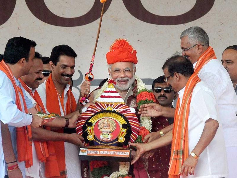 "BJP's prime ministerial candidate and Gujarat Chief Minister Narendra Modi being felicitated by party workers at ""Bharatha Gellisi"" rally in Mangalore , Karnataka. (PTI Photo)"