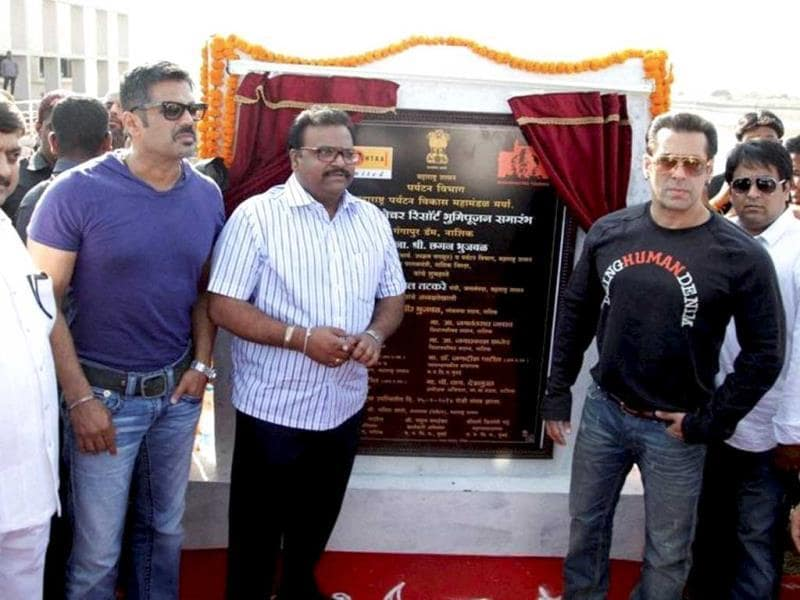 Salman Khan and Suniel Shetty at the inauguaration of boat-club and water park at Gangapur Dam, near Nashik on Tuesday. (PTI Photo)