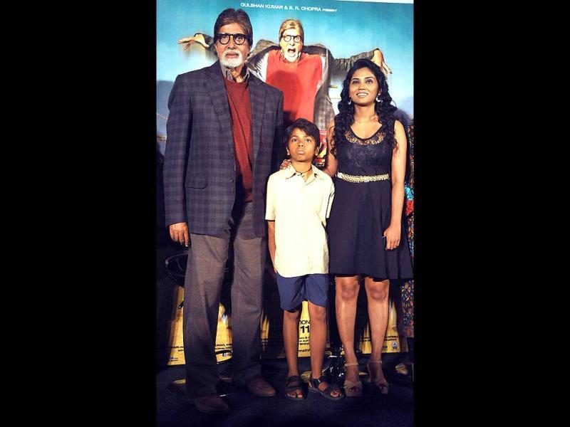 Amitabh Bachchan, Parth Bhalerao and Usha Jadhav pose at the trailer launch of Bhoothnath Returns, directed by Nitesh Tiwari. (AFP)