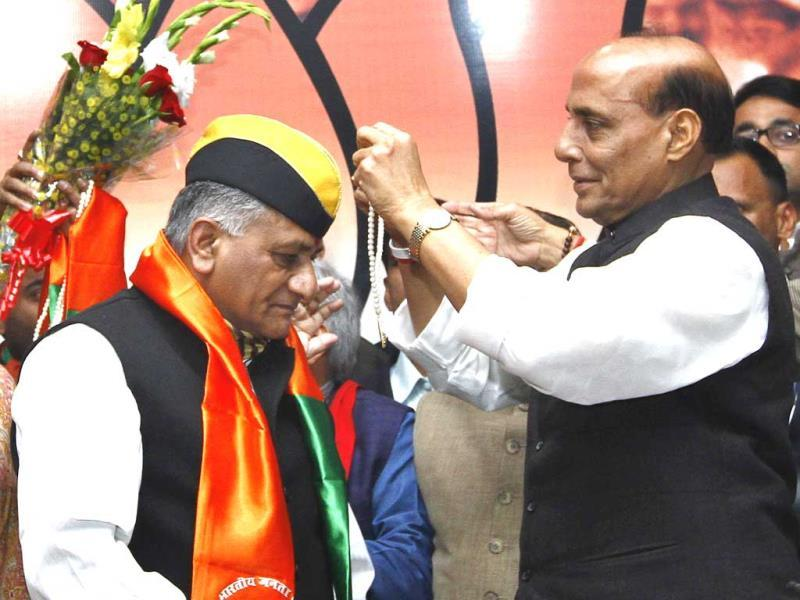 Former Army chief General VK Singh officially joined the Bharatiya Janata Party in the presence of party president Rajnath Singh in New Delhi. (Arun Sharma/HT Photo)