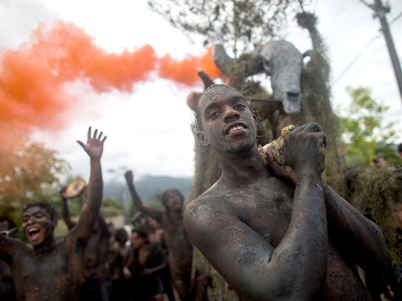 Revelers participate in the traditional 28th Bloco da Lama (Mud block) carnival in Parati, Brazil. The event is a traditional carnival in which participants disguised as primitives with rags, lianas or skulls and bones, dive in the mud (AFP photo)