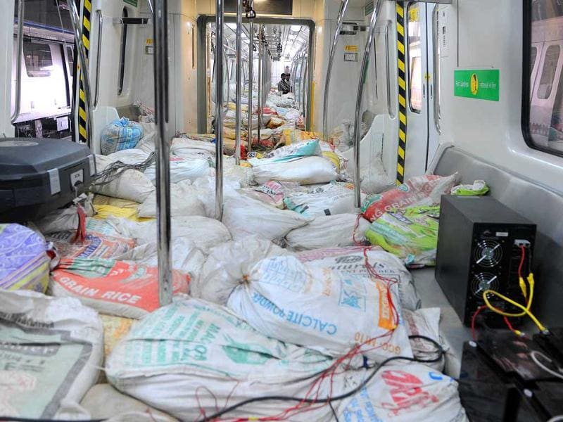 Coaches of Jaipur Metro are loaded with mud sacs as part of safety tests during its first Test-run in Jaipur.(HT photo/Himanshu Vyas)