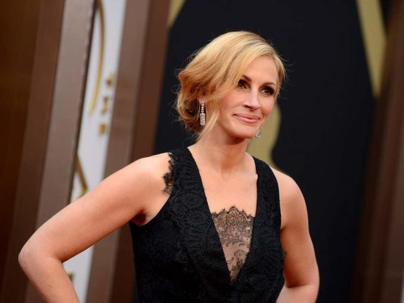 Julia Roberts arrives at the Oscars on Sunday, March 2, 2014, at the Dolby Theatre in Los Angeles. (AP Photo)