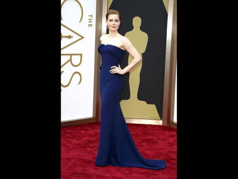 Amy Adams, best actress nominee for her role in American Hustle, wearing a navy Gucci Couture gown arrives at the 86th Academy Awards in Hollywood, California March 2, 2014. (Reuters Photo)