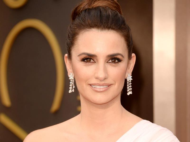 Actress Penélope Cruz attends the Oscars (AFP Photo)