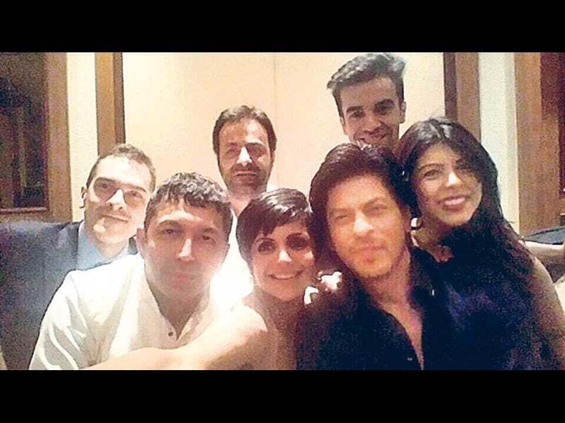 Mandira Bedi tweeted a selfie featuring her with actor Shah Rukh Khan and filmmakers Kunal Kohli and Punit Malhotra, among others.