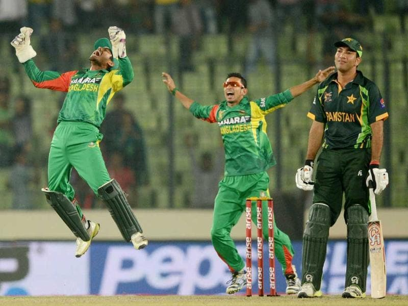 Bangladesh wicketkeeper Anamul Haque (L) and Nasir Hossain (C) react after the dismissal of Pakistan batsman Sohaib Maqsood (R) during the eighth match of the Asia Cup one-day cricket tournament between Bangladesh and Pakistan at the Sher-e-Bangla National Cricket Stadium in Dhaka. (AFP Photo)
