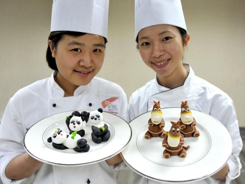 Contestants of The International Union of Bakers and Confectioners (UIBC) Junior World Pastry Championship 2014 pose in Taipei. (AFP)