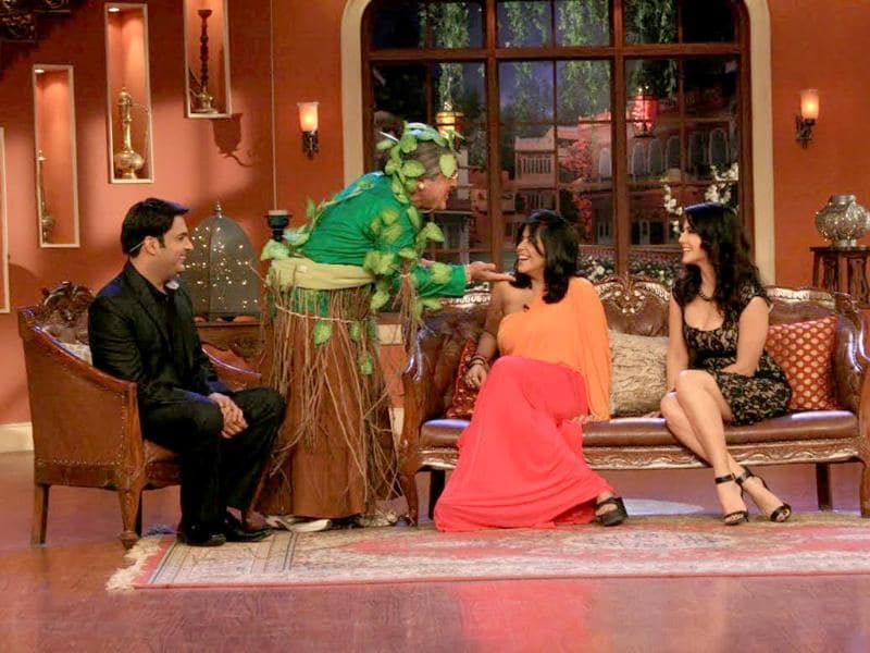Dadi pulls a new stunt as she meets Sunny and Ekta on Comedy Nights.