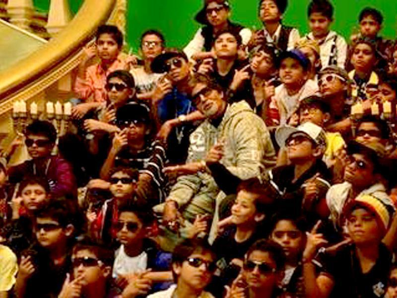 Here's to youth power. Amitabh Bachchan with kids in Bhootnath Returns song.