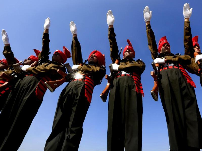 Newly graduated soldiers of the Jammu and Kashmir Light Infantry take oath during their commencement parade at a military base on the outskirts of Srinagar. (AP photo)