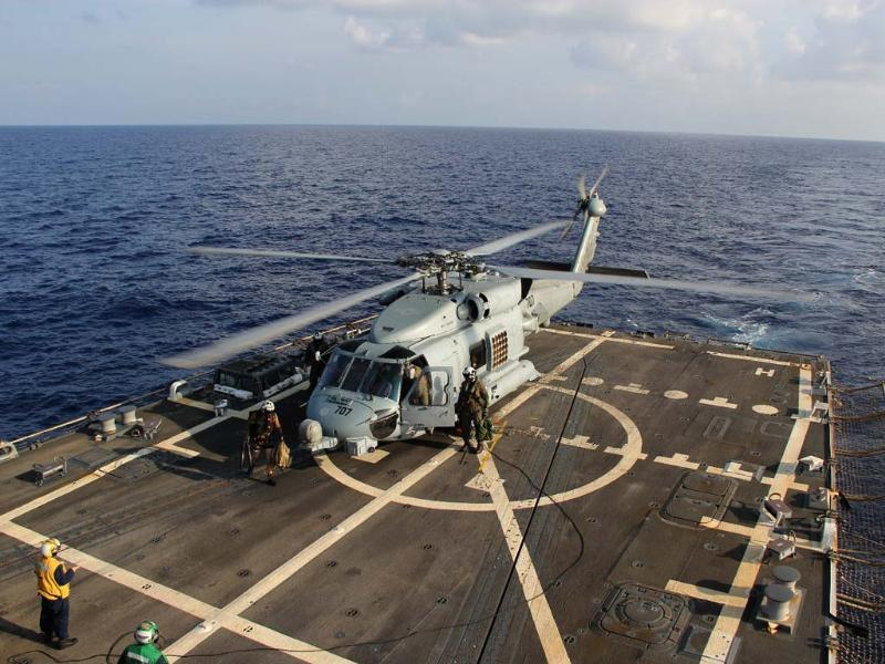 A US Navy helicopter lands aboard Destroyer USS Pinckney during a crew swap before returning to a search and rescue mission for the missing Malaysian airlines flight MH370 in the Gulf of Thailand.(AP photo)