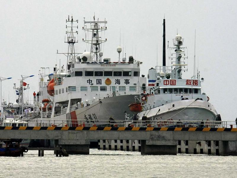 China's largest patrol vessel in the South China Sea Haixun 31 is seen at a port before leaving for search and rescue operations for the missing Malaysia Airlines flight MH370 in Hainan province. (Reuters photo)