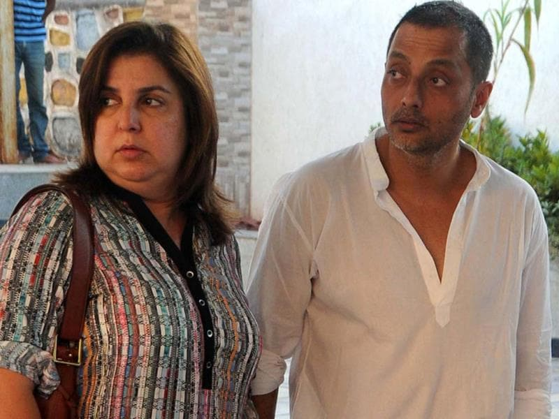 Director Farah Khan and Sujoy Ghosh attend the cremation ritual of Bobby Chawla, the late brother of actress actress Juhi Chawla, in Mumbai on March 9, 2014. (AFP Photo)